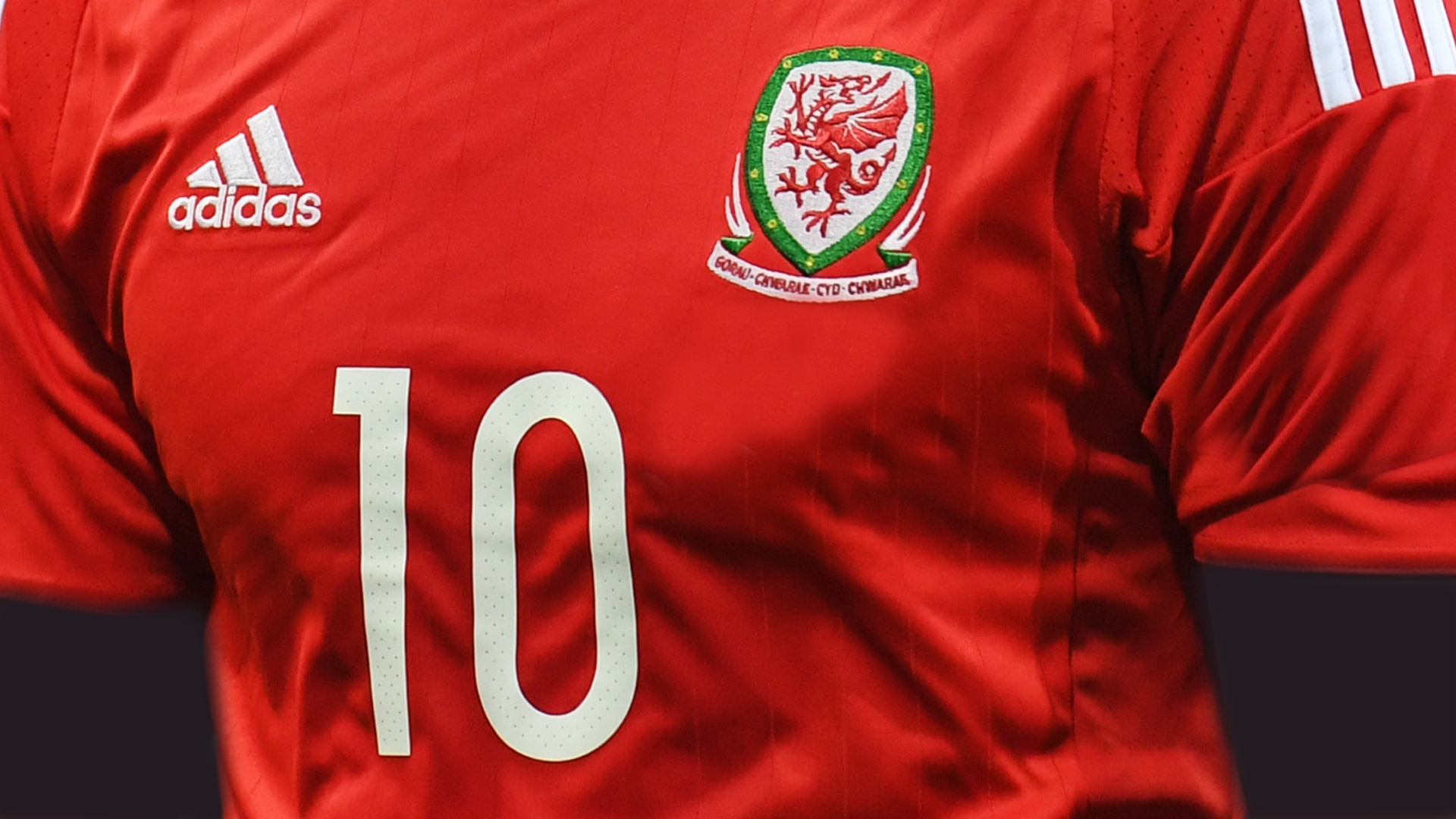 new styles dd422 66782 Wales national team
